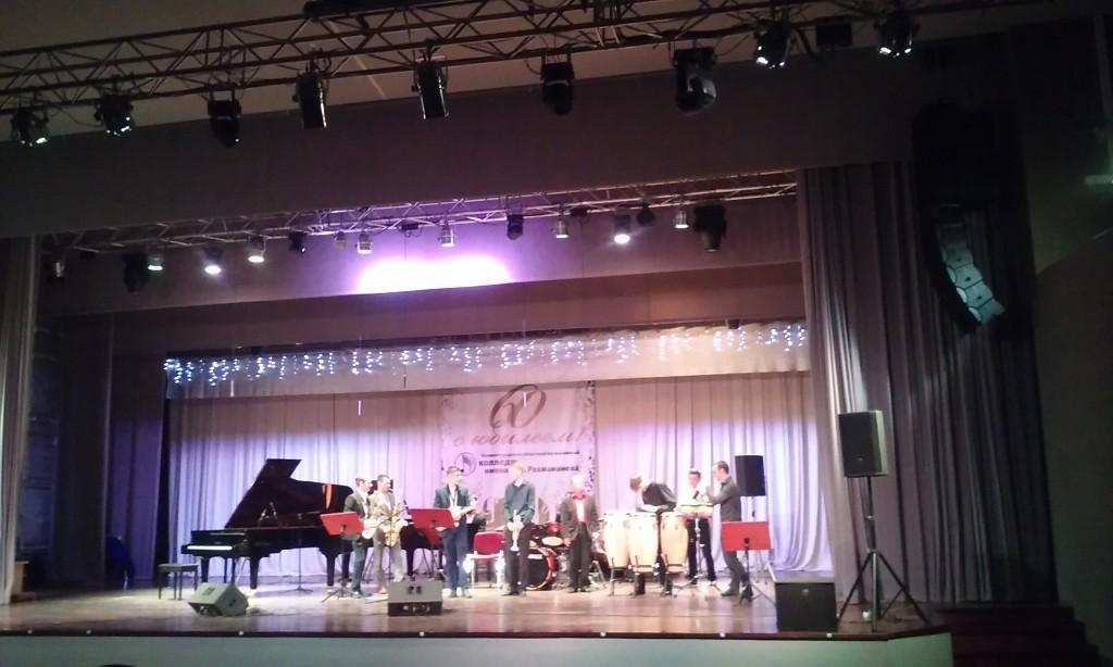 6 Выступают студенты и преподаватели джаз коллектива